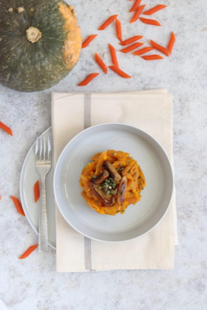 Le penne di lenticchie rosse con zucca e funghi porcini